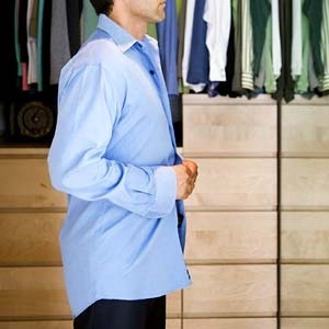 4 Langkah Menemukan Kemeja Formal yang Pas di Badan Anda