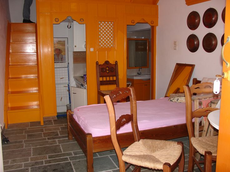 Lovely traditional Greek accommodation in the Skyros village.