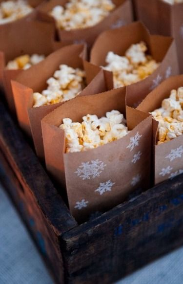 Popcorn presentation. Stamped bag. Frozen-themed or winter party.