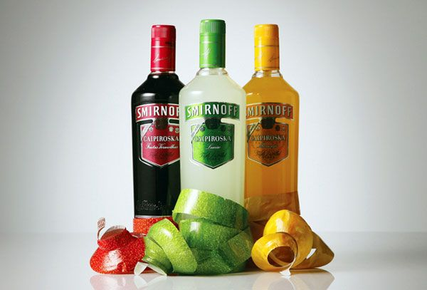 The Smirnoff bottle is wrapped in a package that imitate the fruit flesh. The problem with this packaging is that it is not really eco-friendly because it adds more plastic to the product. Thanks to this packaging Smirnoff underline the presence of fruit in its bottle, the packaging remind of the fruit by its colours but also by the way you unwrapped the bottle that is similar to the way you peel a fruit.