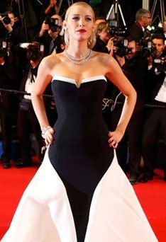 When Blake Lively was tagged as the Queen of Red Carpet. #jpearls #fashion