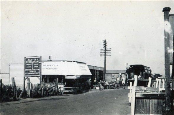 Lakeside Corner - Henry Clubb - c1925