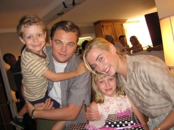 And this is them looking like a perfect family, which they SHOULD BE. | Kate Winslet And Leonardo DiCaprio Should Be Together In Real Life