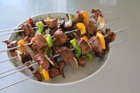 Oven-roasted lamb kebabs http://dailyezcooking.wordpress.com/2013/06/06/oven-roasted-lamb-kebabs/