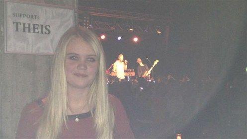 Mette Bech blev vinderen af den første Christopher-koncert, hvor hun skulle op og synge duet med pop-darlingen LIVE på scenen. Her er hun lige før optræden.