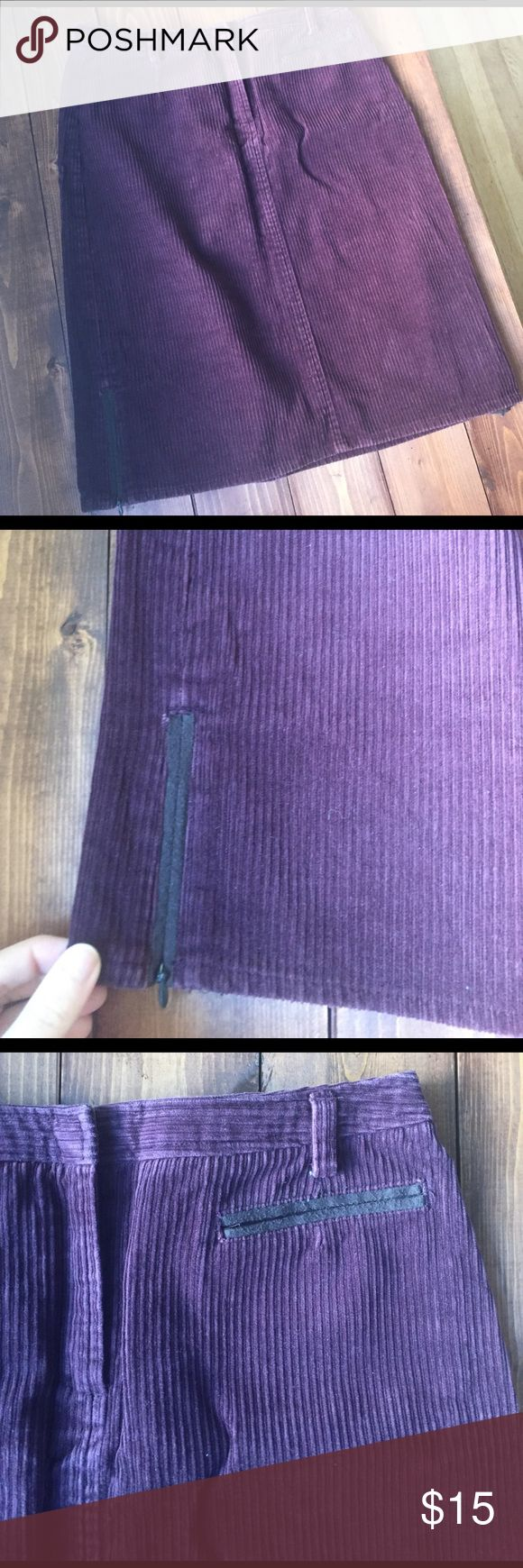 Petite pencil skirt Liz Claiborne 4P Burgundy cord pencil skirt in mint condition! Liz Claiborne Skirts Pencil