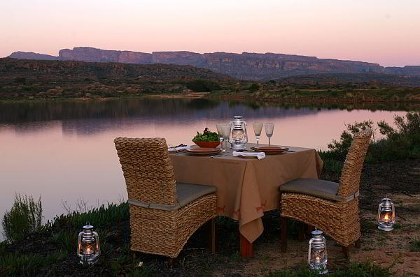 Where else can you enjoy such romantic sunset dinners than in South Africa? The best is that the exclusive #Bushmans Kloof  Reserve is close to Cape Town!