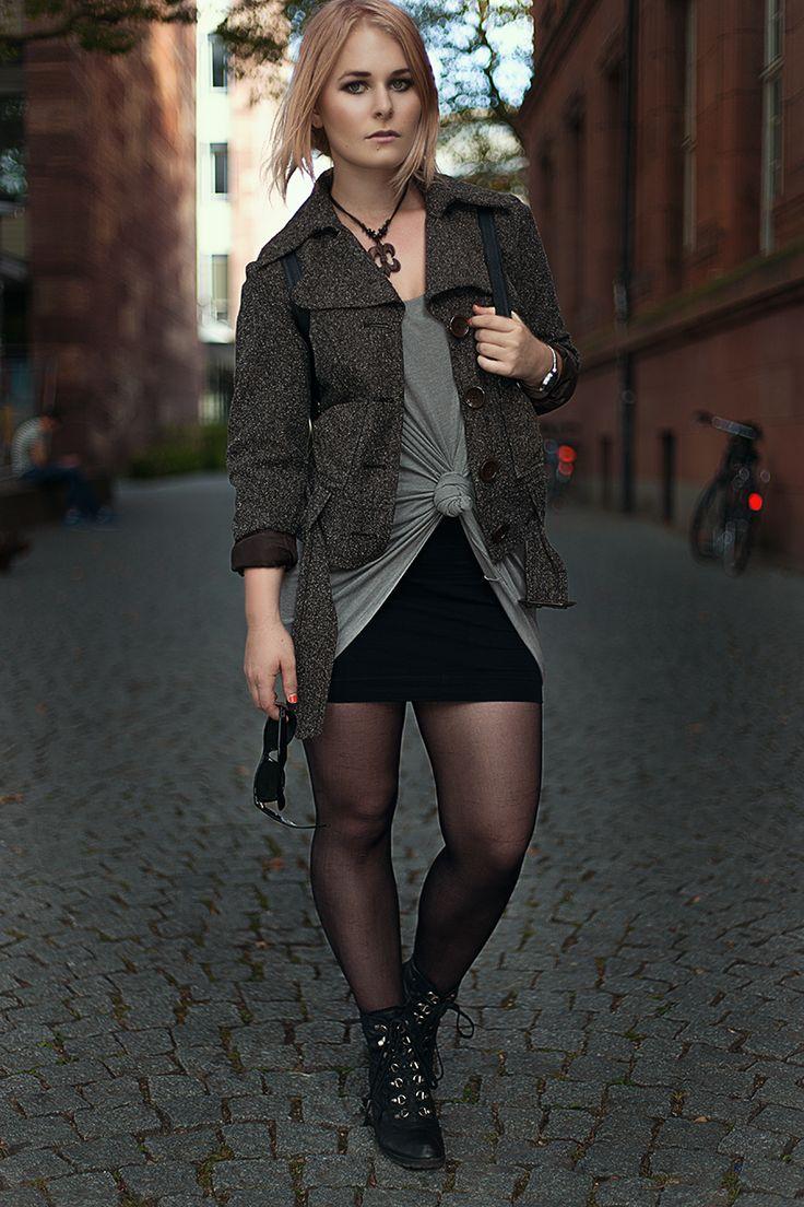 Herbst Outfit mit schwarzem Rock und kurzer Jacke in braun