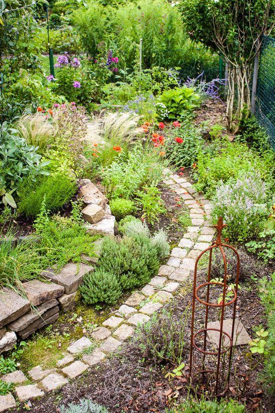 How does my garden get structure – creating garden spaces