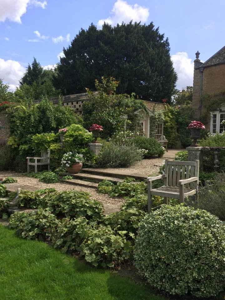 A Garden I Designed Up In Whichford Warwickshire Some Years Ago This Photo Was Taken By In The Summer Of 201 Beautiful Gardens Estate Garden Outdoor Gardens