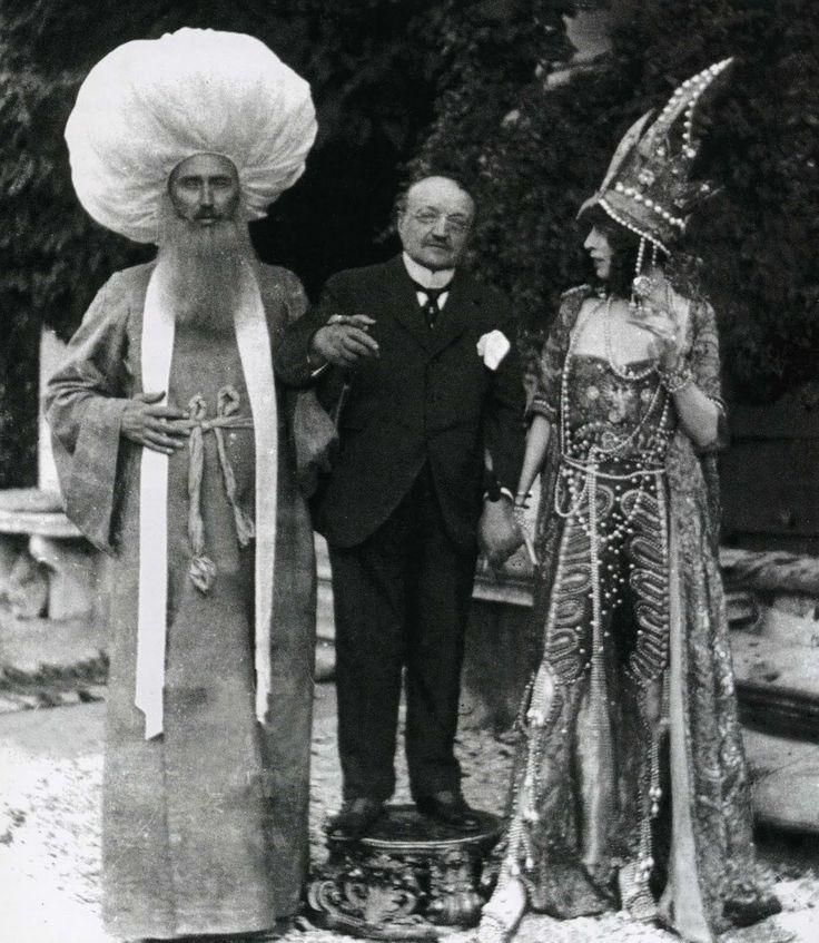 The Marchesa with artists Paul-César Helleu and Giovanni Boldini in Venice (1913)