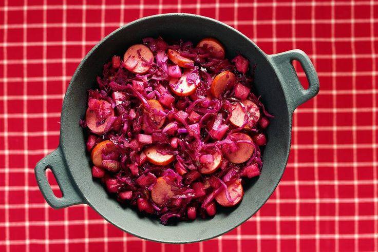 Kijk wat een lekker recept ik heb gevonden op Allerhande! Rodekoolschotel met appel en rookworst