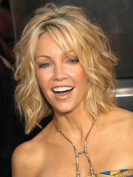 Mittellange Frisuren für Frauen über 50