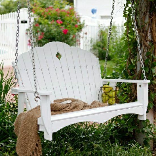 weiße Schaukel Garten Gestaltung