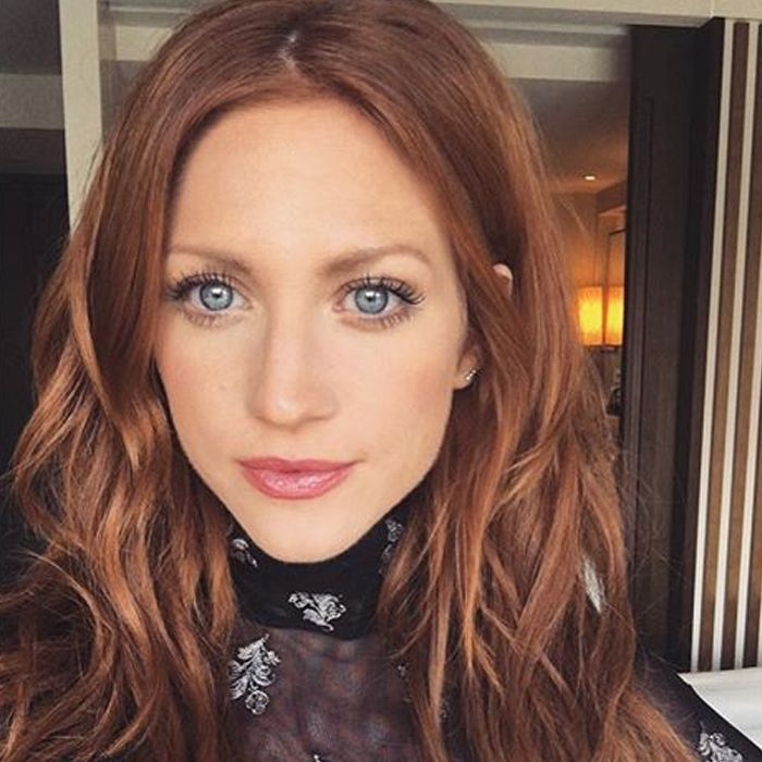 Brittany Snow Cleared Her Chronic Rosacea Using These 5 Products Learn How To Ge Hairstyle Rosacea Beauty