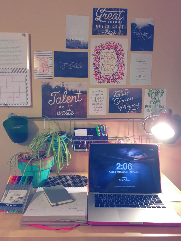 mindmymessymind:  I love my desk. It's small but pretty nonetheless.