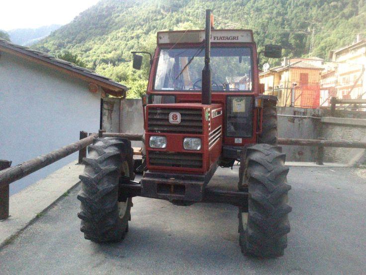 Vista frontale del trattore FIAT Agri DT 100-90 http://tantitrattori.96.lt/fiat-agri-dt-100-90/