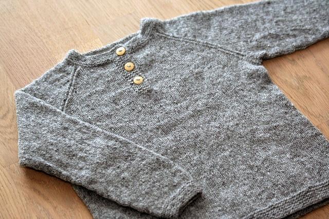 Sweet! simple, but delicate kids knitted raglan