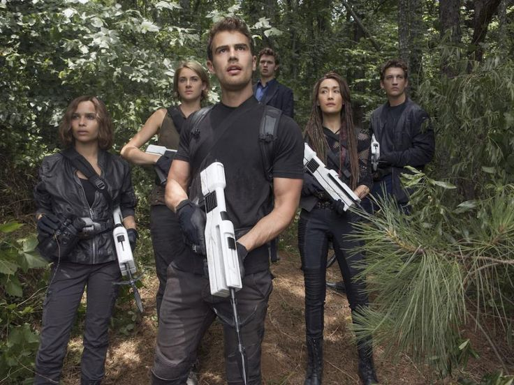 """Review: The latest in the """"Divergent"""" series, Allegiant"""