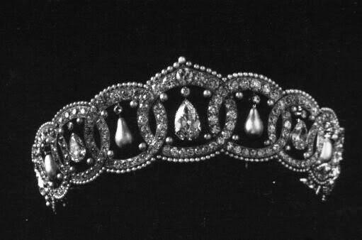 La tiare de Diamantes y Perlas de la Princesa Anastasia de Grecia (Nancy Leeds). Realizada por Cartier