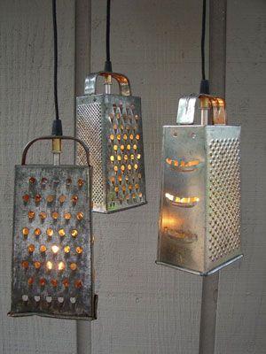 También los coladores metálicos son propensos a usar como lámparas, bien pensado es una buena pantalla metálica de estilo rústico con agujeros que dejan ...