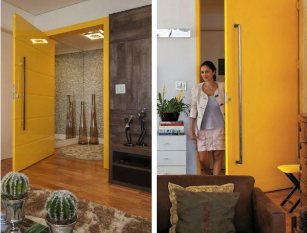 porta amarela pivotante puxador cromado vertical laca