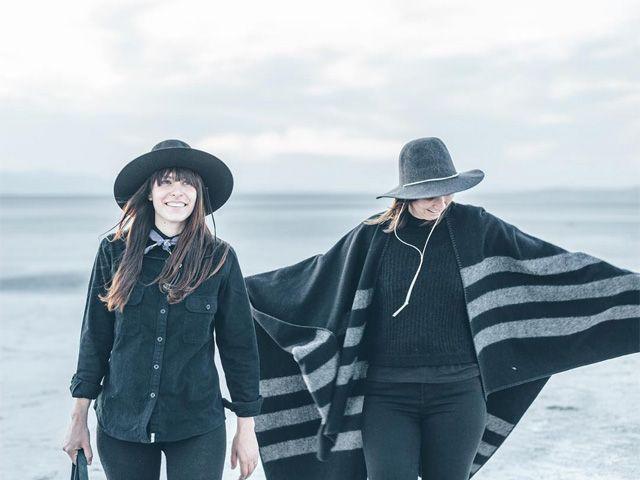 Cappe, mantelle e cappelli over. Per affrontare l'inverno ci vuole maglieria di qualità e accessori giusti.  #cape #winter #outfit #ootd #inspiration