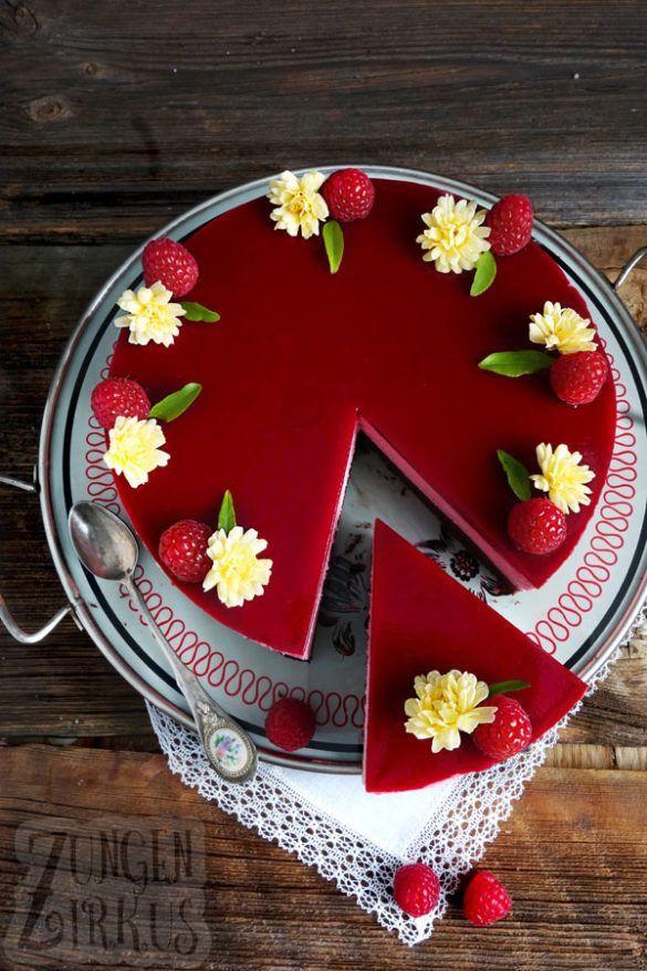 Brownie-Torte mit Himbeersahne und Himbeerspiegel