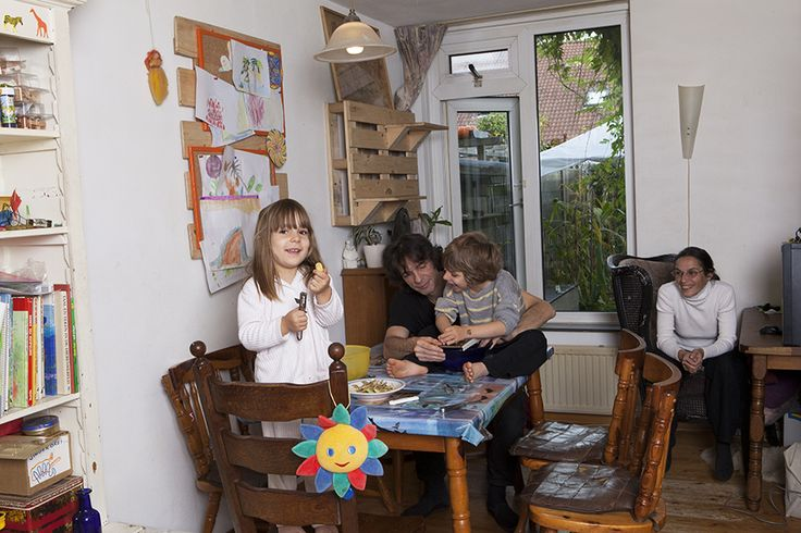 Samen 'chippies' maken is een hype bij Good Family Alberts-Martelossi uit Venlo. Zelfgeteelde aardappels uit de buurtmoestuin belanden - na een paar minuten in de frituur - als zoutjes op tafel. En die smaken veel lekkerder dan uit een voorverpakt zakje, aldus Chris, Laura, Martin (7) en Lucie (5).