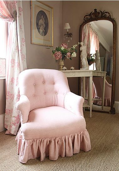 kate forman, luv the pink chair!