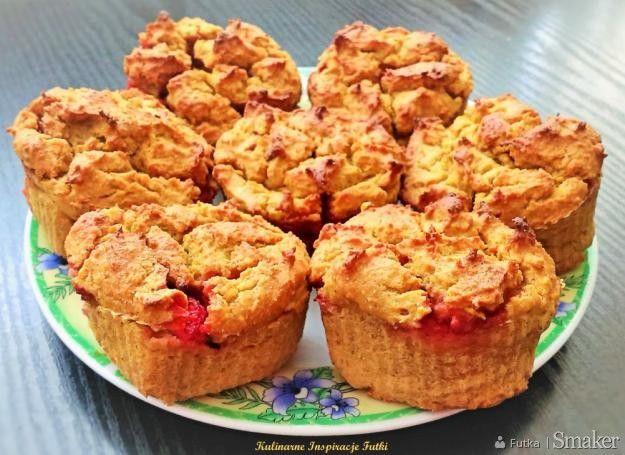 muffinki jaglane z truskawkami i suszonymi morelami