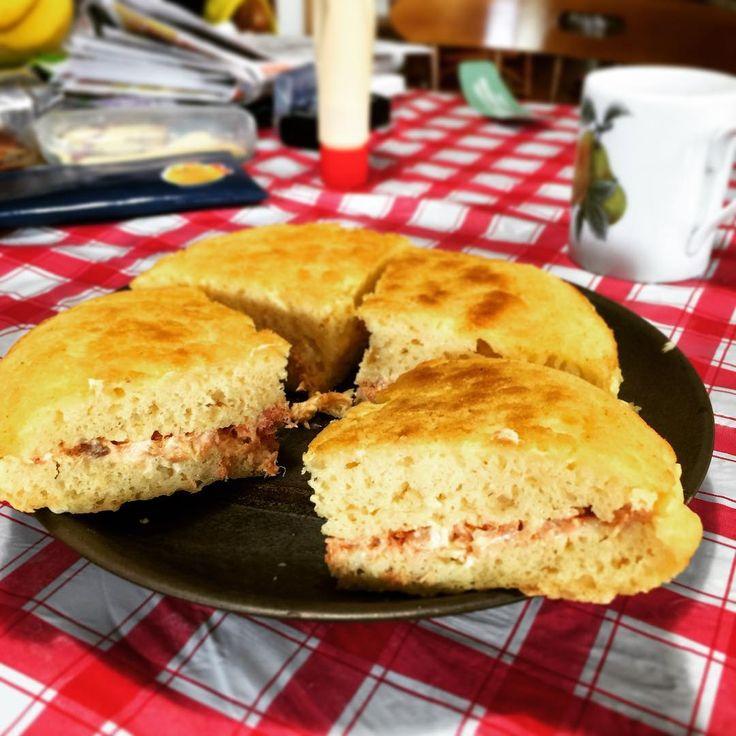 豆腐パンケーキの鮭サンド