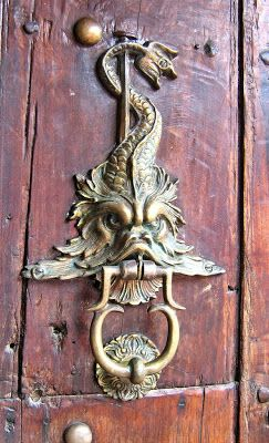 Aggressive fish door knocker, Cartagena, Colombia - TRUCADORS / PICAPORTES / ALDABAS / KNOCKERS: CARTAGENA - COLÒMBIA