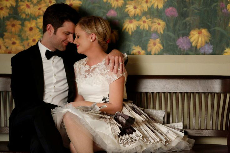 """PARKS AND RECREATION -- """"Leslie and Ben"""" Episode 513 -- Pictured: (l-r) Adam Scott as Ben Wyatt, Amy Poehler as Leslie Knope"""