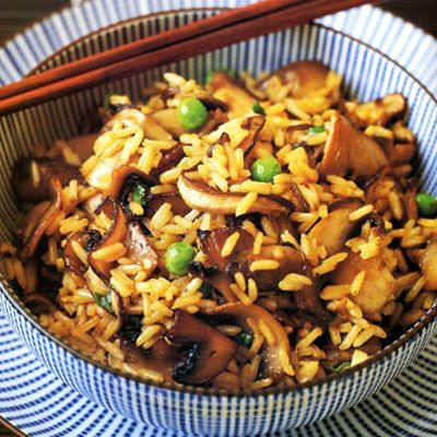 this looks ridiculously delish.  mushroom fried rice! I dont like mushrooms but if theywere substituted with steak I'd be down.