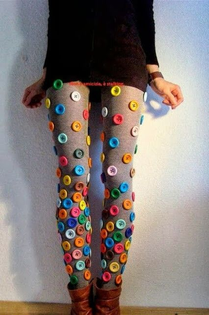 Leggings con bottoni colorati