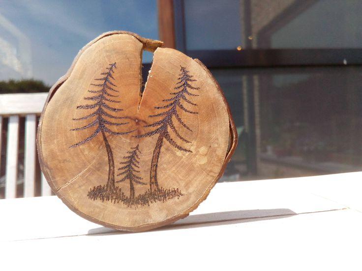 klein kunstwerk sparren pyrography, woodburning, houtbranden, twee dennen met een kleintje door handmadespoons op Etsy