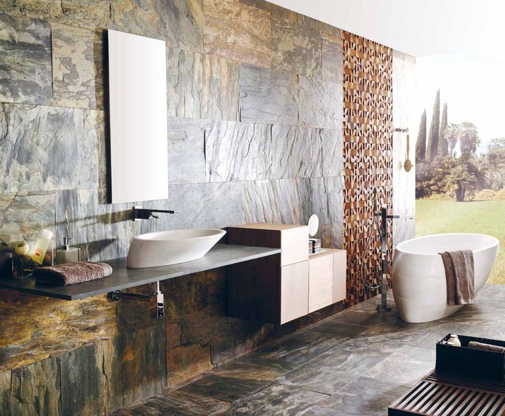 Płytki kamienne na ścianie w łazience, projektowanie wnętrz z zastosowaniem produktów marki Porcelanosa