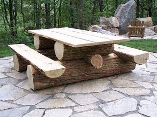 comedor construido con troncos de madera