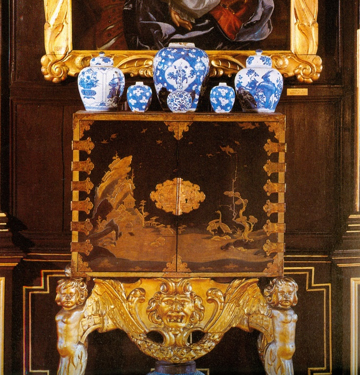 Les 129 meilleures images du tableau cabinets en laque du for Meuble japonais bleu