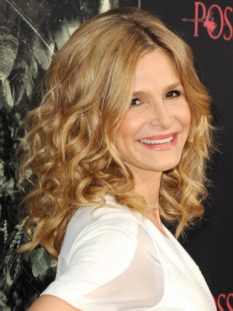 images of medium hair styles best 25 kyra sedgwick ideas on twist 5116