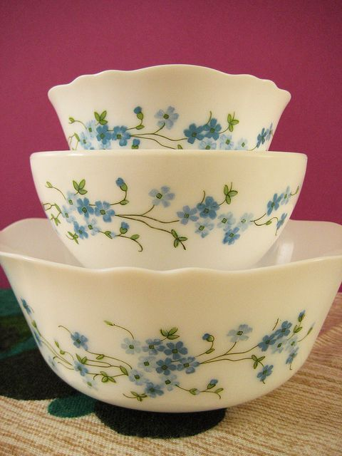 vintage pyrex - never have seen these before!