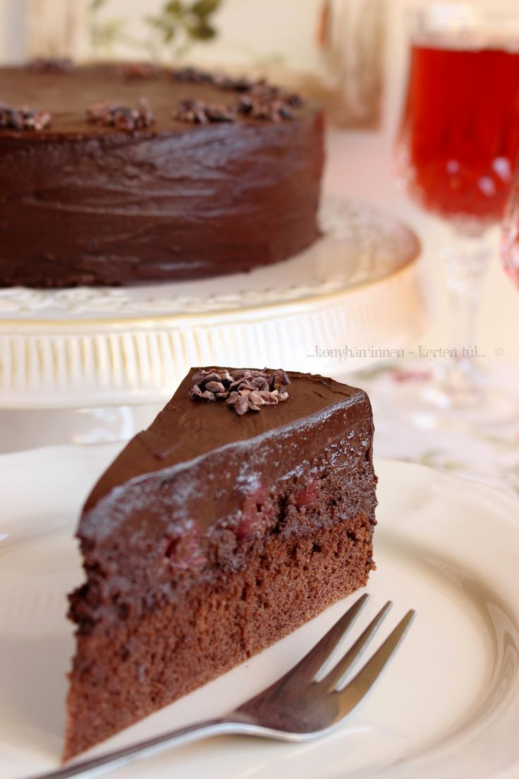 A tegnapi lélektöltő füvészkerti séta után pedig következett a torta. :)  Idén eltértem a családi hagyománytól, mert a...