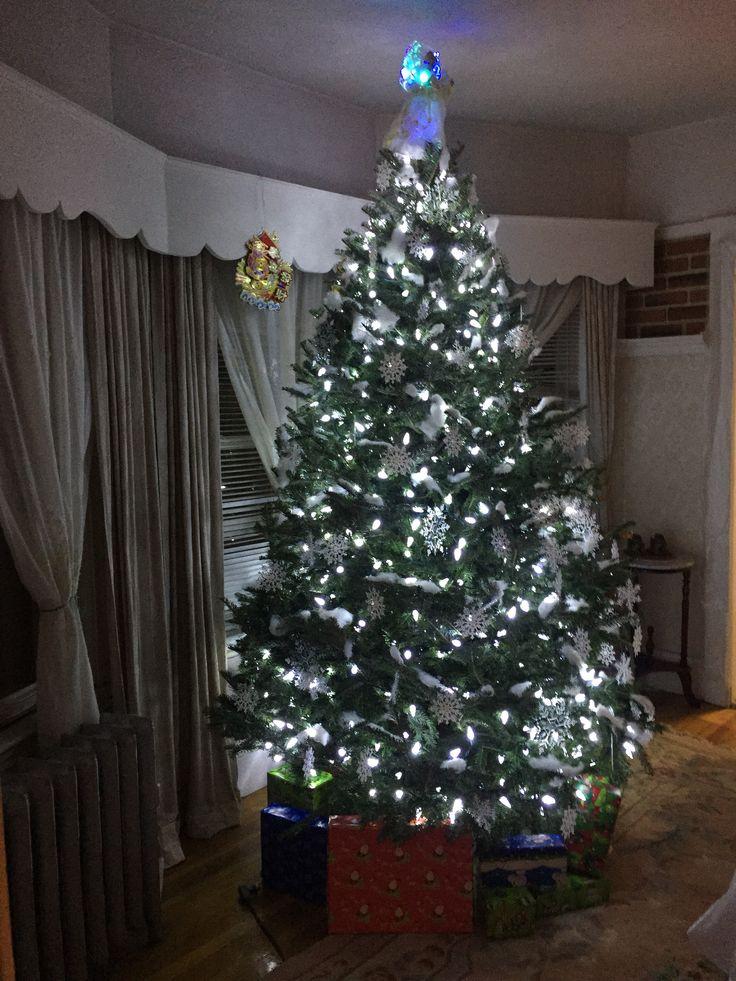 Snow Flake Theme Christmas Tree With Fake And Philips C6 Cool