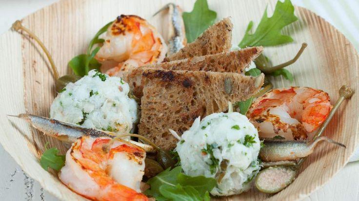 Salade van reuzegarnalen, ansjovis en kabeljauw (geen veenbessen - brood vervangen door proteine toast)