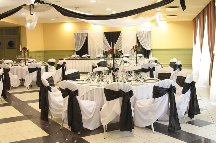 """A fekete-fehér esküvői dekoráció sokak szerint elegáns, mások szerint """"rideg""""! Az biztos, hogy nem lehet figyelmen kívül hagyni, mert nem mindennapi!"""