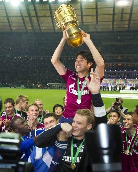 Schalke wins DFB Pokal 2011  Atsuto Uchida & Manuel Neuer