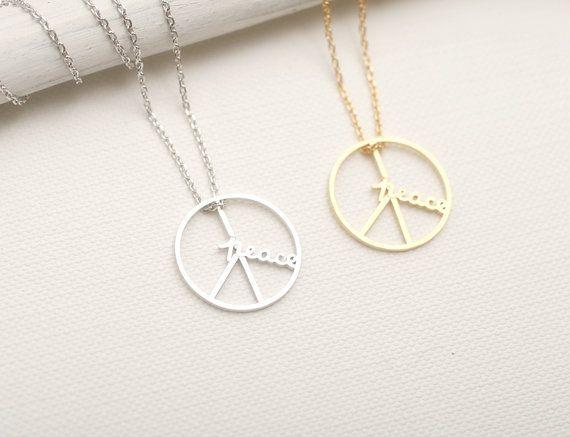 Collier en signe de paix. Signe de la paix et le collier.  Choisissez votre couleur. Or ou argent. DoubleBJewelry. Double B. DouleB.