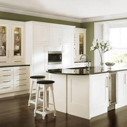 Kitchen-compare.com - Compare Retailers - Ivory Painted Shaker - Wickes Heritage Bone