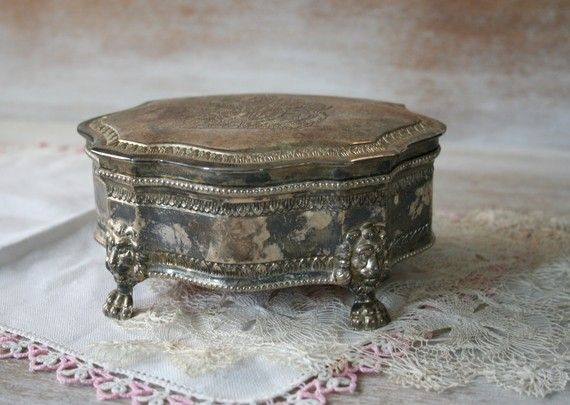 a vintage jewelry box to keep our lovely jewelry
